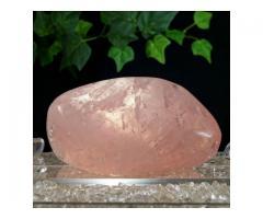 Kwarc różowy to kamień uniwersalnej miłości.